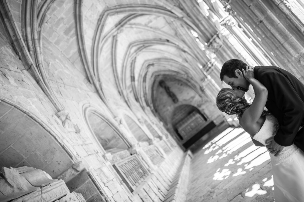 23-foto novios blanco negro beso